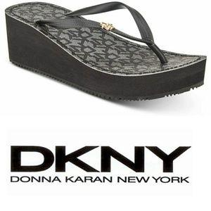DKNY Mar Wedge Sandals 🆕